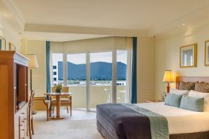 Pullman Cairns International_City Mountain View Room